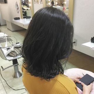 外国人風 暗髪 リラックス アンニュイ ヘアスタイルや髪型の写真・画像