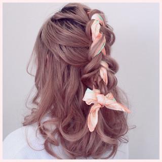 三つ編み 編み込み ヘアアクセ ヘアアレンジ ヘアスタイルや髪型の写真・画像