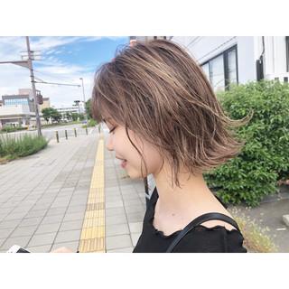 ミニボブ ハイライト ミルクティーベージュ ショート ヘアスタイルや髪型の写真・画像