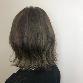 ボブ イルミナカラー 外ハネボブ ミルクティーグレージュ ヘアスタイルや髪型の写真・画像