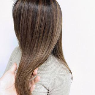 ブリーチカラー グラデーションカラー ハイライト ナチュラル ヘアスタイルや髪型の写真・画像