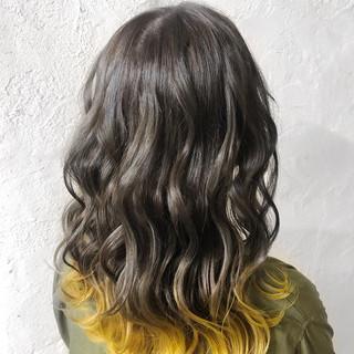 グレー ダークグレー グレージュ ハニーイエロー ヘアスタイルや髪型の写真・画像