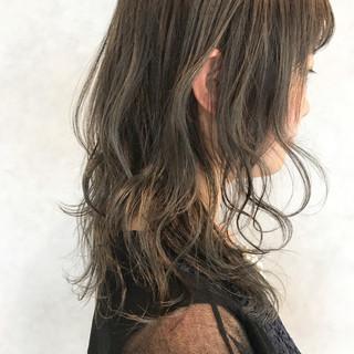 ハイライト グレージュ アッシュベージュ ミディアム ヘアスタイルや髪型の写真・画像