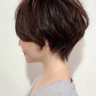 小顔ヘア デート 小顔ショート ナチュラル ヘアスタイルや髪型の写真・画像