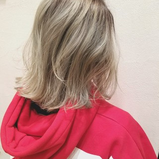 ブリーチ こなれ感 バレイヤージュ ボブ ヘアスタイルや髪型の写真・画像