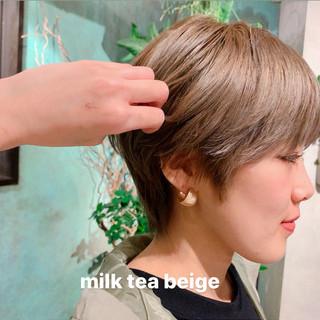 ダブルカラー ウルフカット ナチュラル レイヤーカット ヘアスタイルや髪型の写真・画像