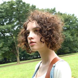 パーマ 大人かわいい ミディアム 暗髪 ヘアスタイルや髪型の写真・画像