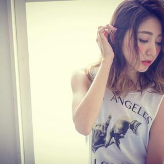 大人かわいい アッシュ ハイライト パーマ ヘアスタイルや髪型の写真・画像