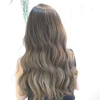 ミルクティー グラデーションカラー ナチュラル 艶髪 ヘアスタイルや髪型の写真・画像
