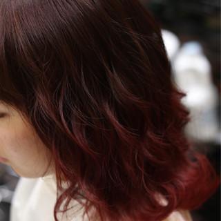 ストリート セミロング 暗髪 レッド ヘアスタイルや髪型の写真・画像