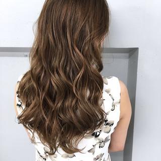 外国人風 アッシュ ロング グラデーションカラー ヘアスタイルや髪型の写真・画像 ヘアスタイルや髪型の写真・画像