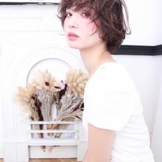 大人かわいい ショート ナチュラル アッシュ ヘアスタイルや髪型の写真・画像