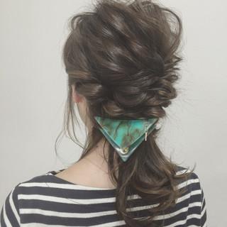 ヘアアレンジ くるりんぱ ゆるふわ ミディアム ヘアスタイルや髪型の写真・画像
