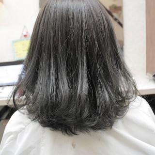 アッシュ ミディアム ナチュラル アディクシーカラー ヘアスタイルや髪型の写真・画像