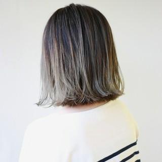 外ハネ グラデーションカラー ナチュラル ハイライト ヘアスタイルや髪型の写真・画像 ヘアスタイルや髪型の写真・画像