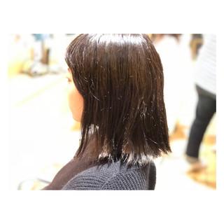 外ハネ グレーアッシュ ダブルカラー モード ヘアスタイルや髪型の写真・画像