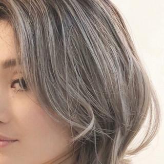 透明感 グラデーションカラー グレージュ バレイヤージュ ヘアスタイルや髪型の写真・画像