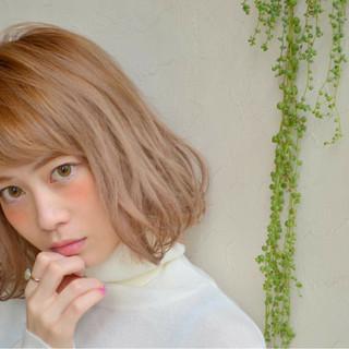 ショート ハイトーン ボブ ガーリー ヘアスタイルや髪型の写真・画像