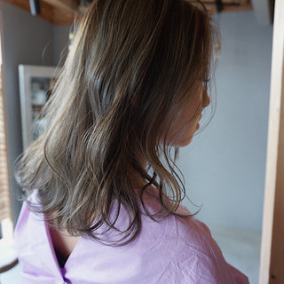 ヘアアレンジ グレージュ アンニュイほつれヘア 切りっぱなしボブ ヘアスタイルや髪型の写真・画像