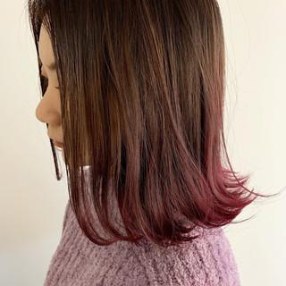 ラベンダーピンク 外ハネボブ ベリーピンク ピンク ヘアスタイルや髪型の写真・画像