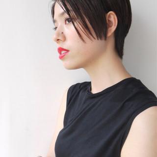 黒髪 前下がり ショート ナチュラル ヘアスタイルや髪型の写真・画像