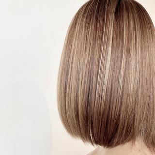 ブリーチ 髪質改善 ハイライト ミルクティーベージュ ヘアスタイルや髪型の写真・画像