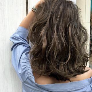 透明感 外国人風 ハイトーン ストリート ヘアスタイルや髪型の写真・画像 ヘアスタイルや髪型の写真・画像