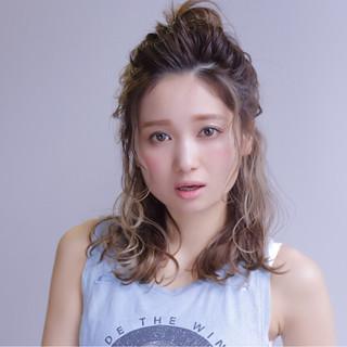透明感 ハーフアップ ハイトーン ヘアアレンジ ヘアスタイルや髪型の写真・画像