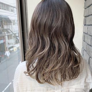デート ハイライト ミディアム ストリート ヘアスタイルや髪型の写真・画像