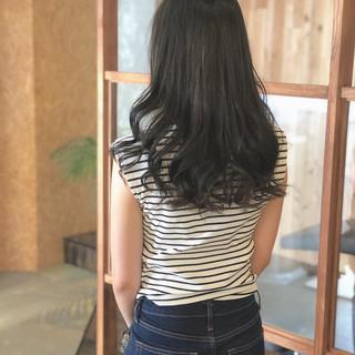ロング ヘアカラー ナチュラル ブルーアッシュ ヘアスタイルや髪型の写真・画像