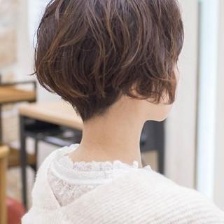 ショートボブ ショートカット フェミニン パーマ ヘアスタイルや髪型の写真・画像