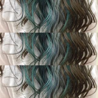 カラフルカラー インナーカラー ヘアマニキュア ハイトーン ヘアスタイルや髪型の写真・画像 ヘアスタイルや髪型の写真・画像