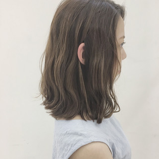 外国人風 フェミニン 透明感 ミディアム ヘアスタイルや髪型の写真・画像