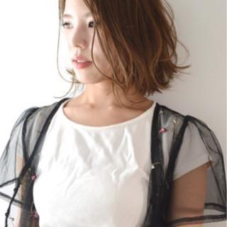 グラデーションカラー アンニュイ ウェーブ オフィス ヘアスタイルや髪型の写真・画像