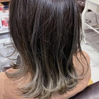 大人ハイライト グレーアッシュ ミディアム グラデーションカラー ヘアスタイルや髪型の写真・画像