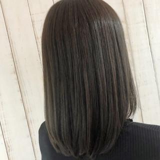 グレージュ ナチュラル セミロング 暗髪 ヘアスタイルや髪型の写真・画像