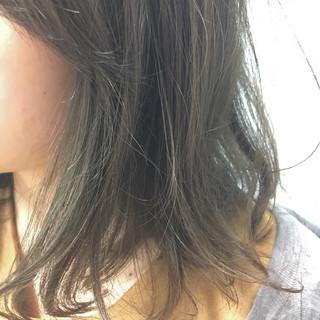 外国人風カラー ミディアム アッシュグレージュ グレージュ ヘアスタイルや髪型の写真・画像