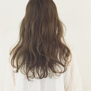 外国人風 パーマ オリーブアッシュ セミロング ヘアスタイルや髪型の写真・画像