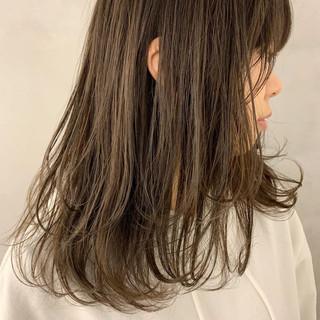 オリーブカラー オリーブグレージュ レイヤーカット オリーブアッシュ ヘアスタイルや髪型の写真・画像 ヘアスタイルや髪型の写真・画像