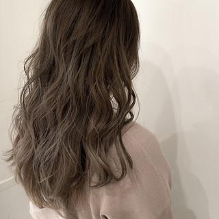 ロング ハイライト グレージュ ナチュラル ヘアスタイルや髪型の写真・画像