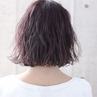 ラベンダーピンク ボブ 外国人風 アンニュイ ヘアスタイルや髪型の写真・画像