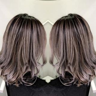 バレイヤージュ グラデーションカラー イルミナカラー グレージュ ヘアスタイルや髪型の写真・画像