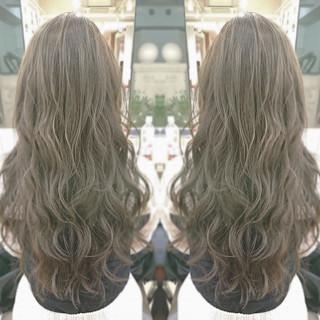 グレージュ ヘアアレンジ 外国人風 ロング ヘアスタイルや髪型の写真・画像 ヘアスタイルや髪型の写真・画像