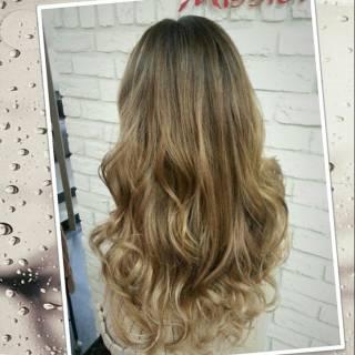 グラデーションカラー ロング 外国人風 大人かわいい ヘアスタイルや髪型の写真・画像 ヘアスタイルや髪型の写真・画像
