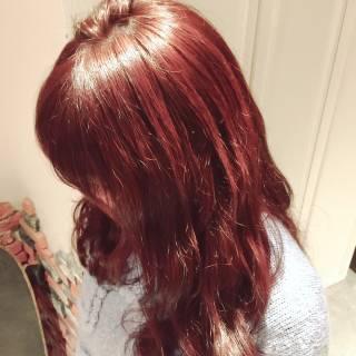 レッド ガーリー ピンク フェミニン ヘアスタイルや髪型の写真・画像