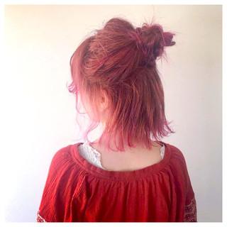 レッド ミディアム グラデーションカラー ウェーブ ヘアスタイルや髪型の写真・画像