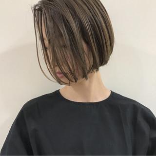 ナチュラル デート ショートボブ ハイライト ヘアスタイルや髪型の写真・画像