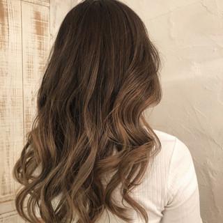 バレイヤージュ ロング グラデーションカラー ツヤ髪 ヘアスタイルや髪型の写真・画像