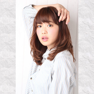 大人かわいい レイヤーカット ストレート ガーリー ヘアスタイルや髪型の写真・画像