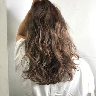 エレガント アッシュベージュ ロング ベージュ ヘアスタイルや髪型の写真・画像